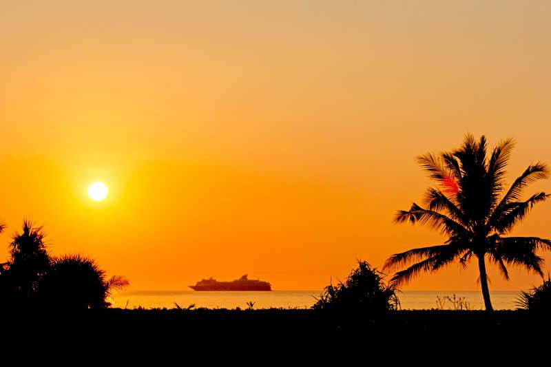 日落时的海滩