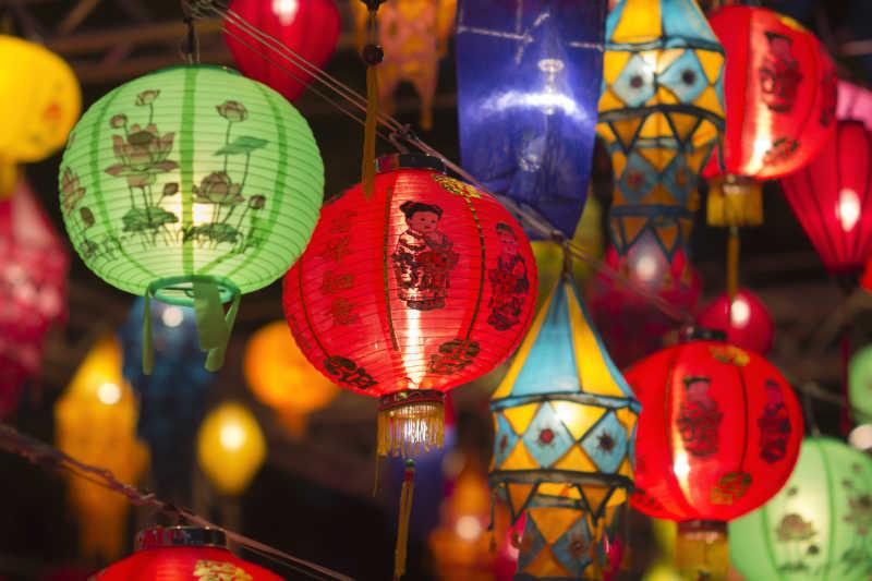 节日庆典上的红灯笼