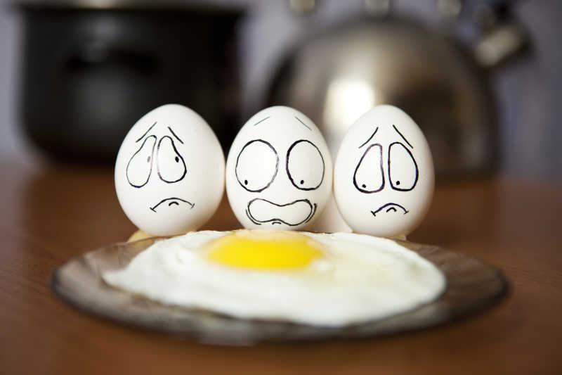 有夸张表情的鸡蛋