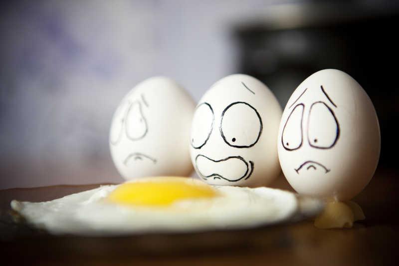 可爱的画了表情包的鸡蛋