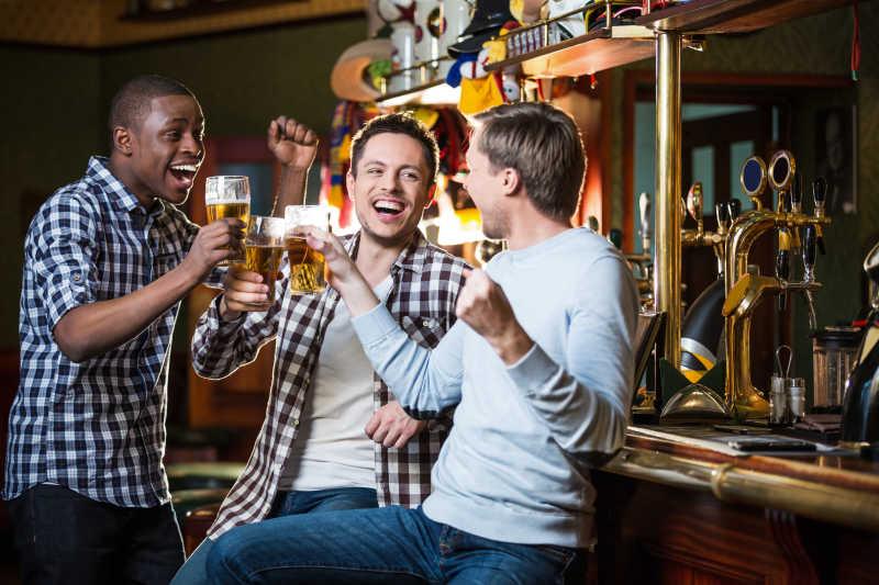酒吧聚会的朋友们