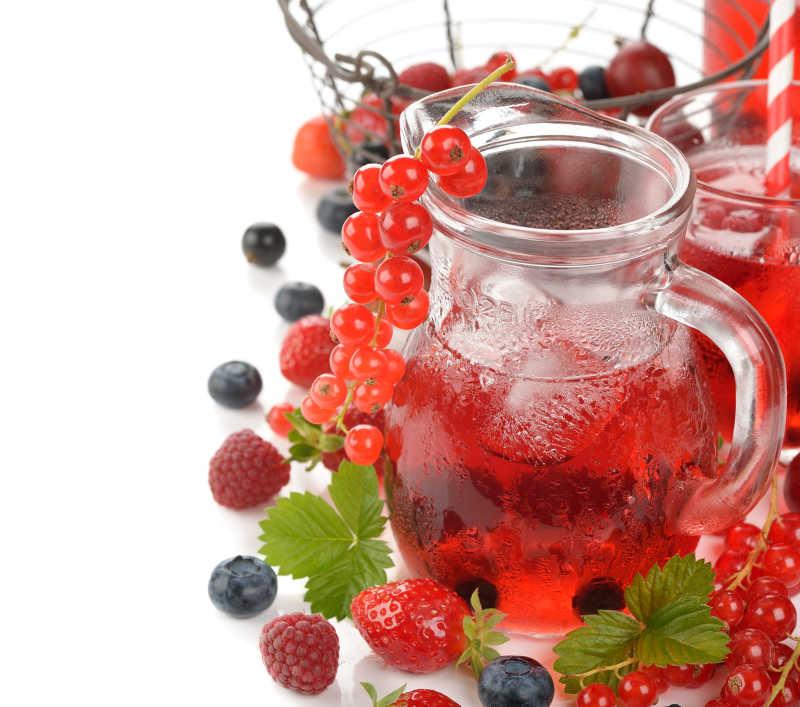 白底清爽莓果饮料