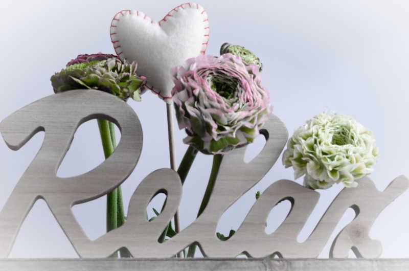 放松字母和装饰花朵