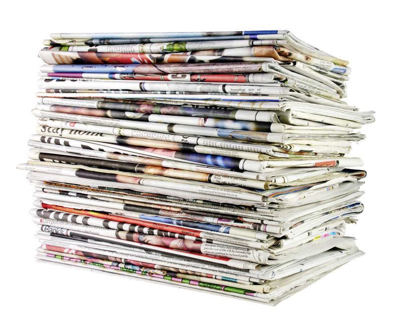 大摞折叠报纸