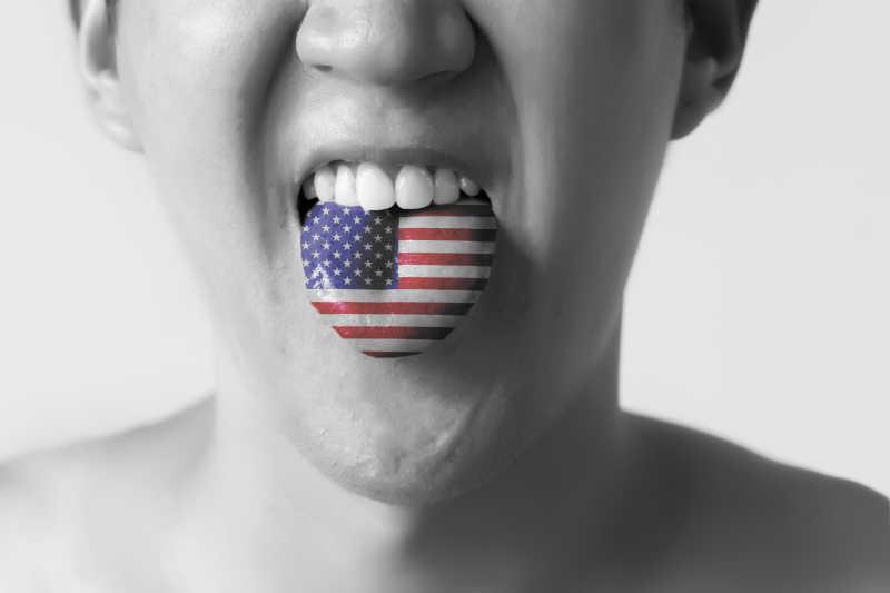 画着美国国旗的舌头