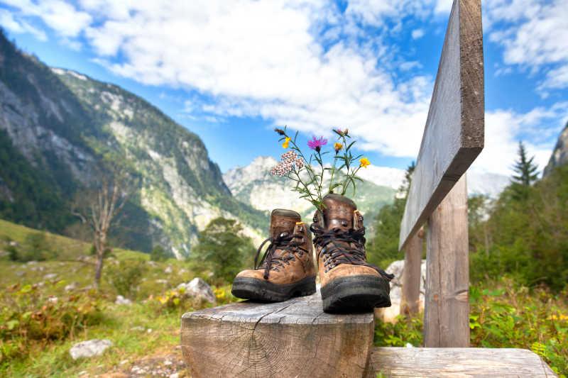 山上休息的登山鞋