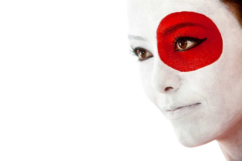 脸上挂着国旗的日本女人