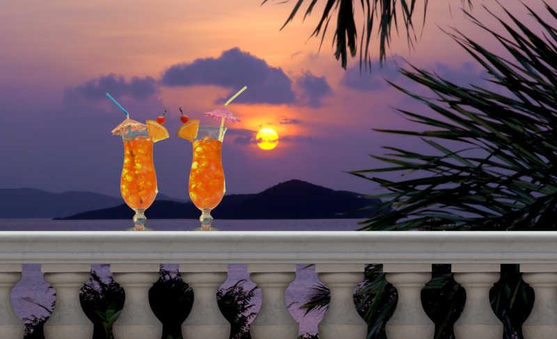 阳台上的水果饮料