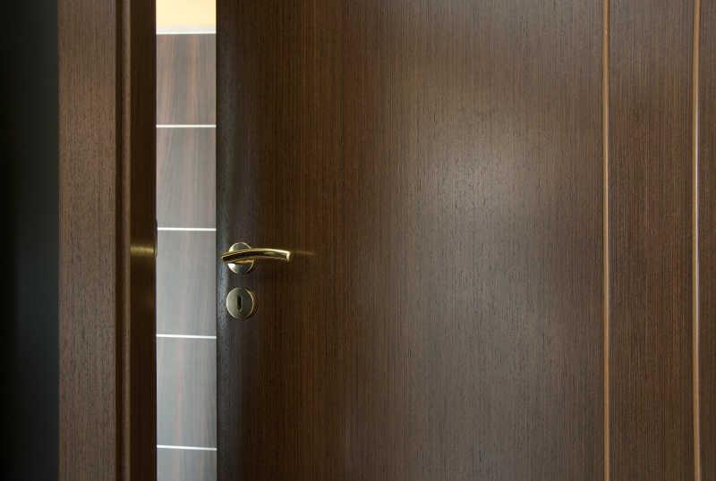 一扇开着的门