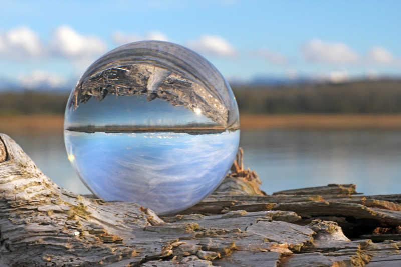 水晶球中瑞士自然环境风景