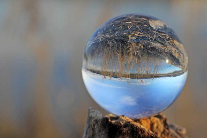 水晶球中的瑞士自然环境