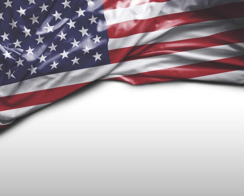 白色背景上美国国旗