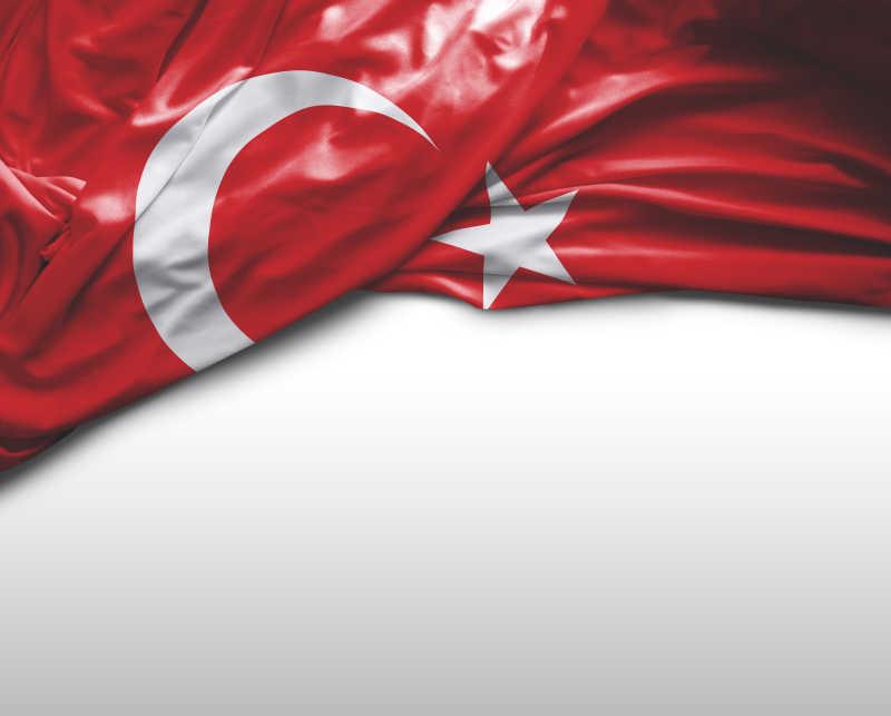 白色背景上土耳其国旗