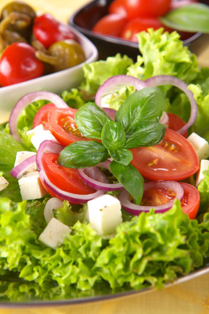 新鲜美味的番茄洋葱蔬菜沙拉