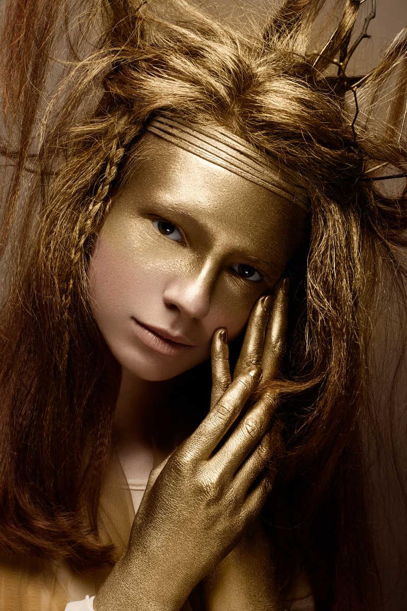 画着精致妆容的艺术美女