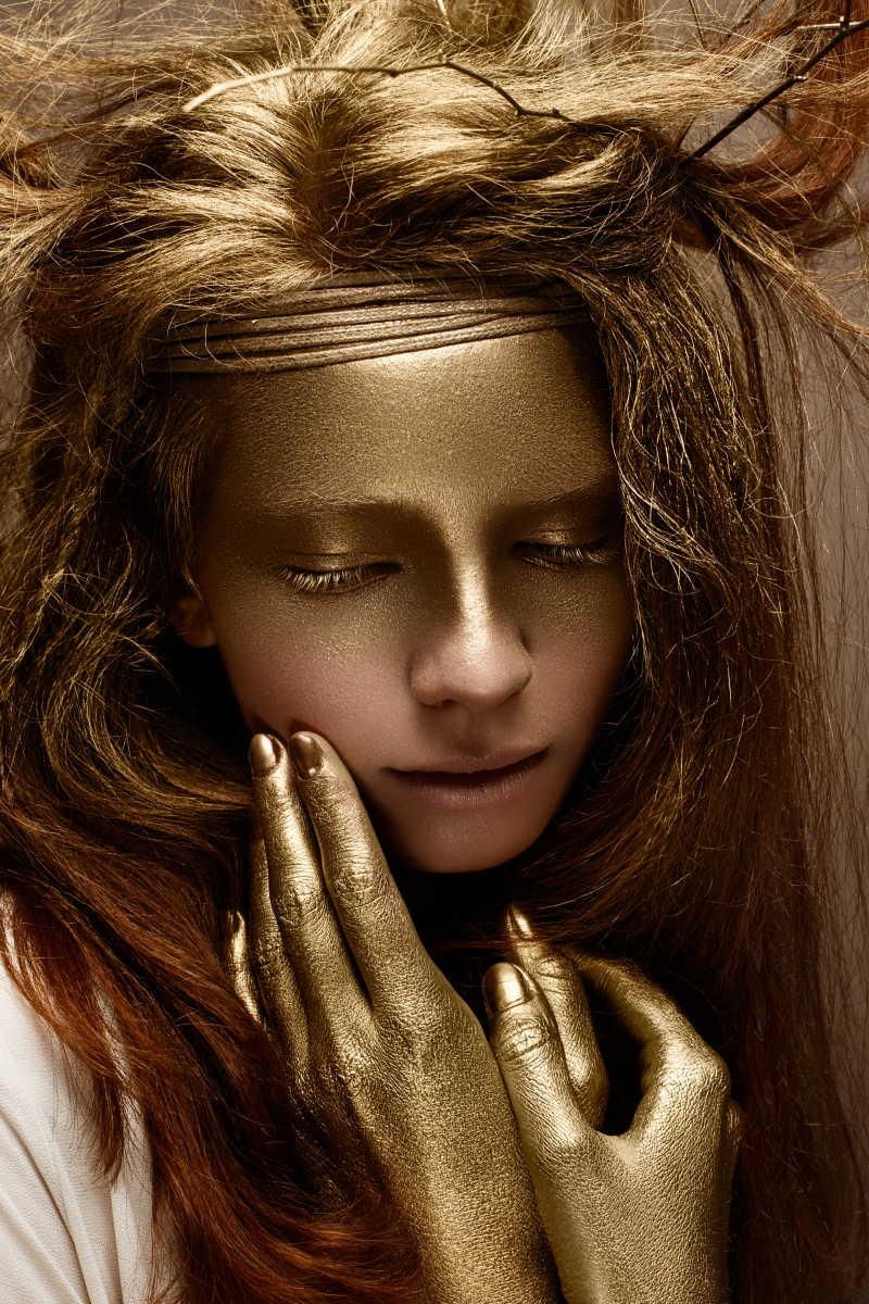 金色艺术美女闭着眼