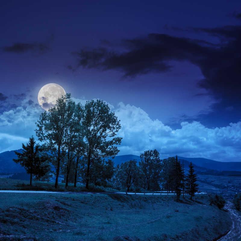 夜晚蓝色的天空