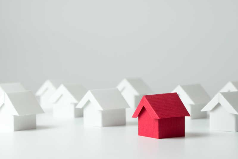 白房子模型中的红房子