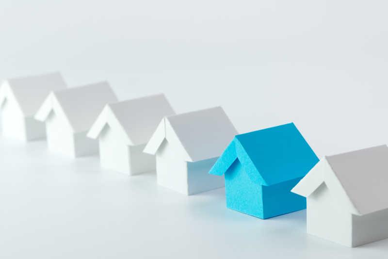 房地产行业中白房子中的蓝房子