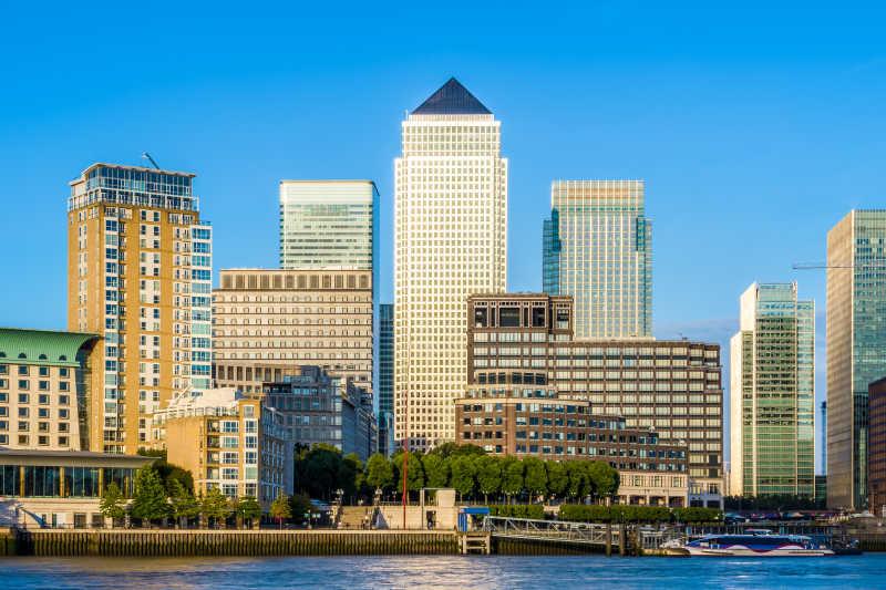 白天伦敦的金融中心建筑