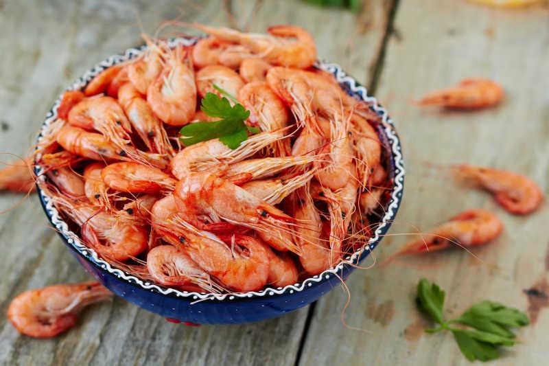碗中的新鲜小虾米