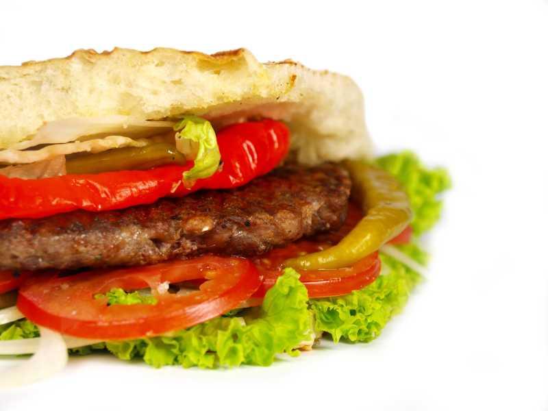 有新鲜蔬菜和肉饼的汉堡包