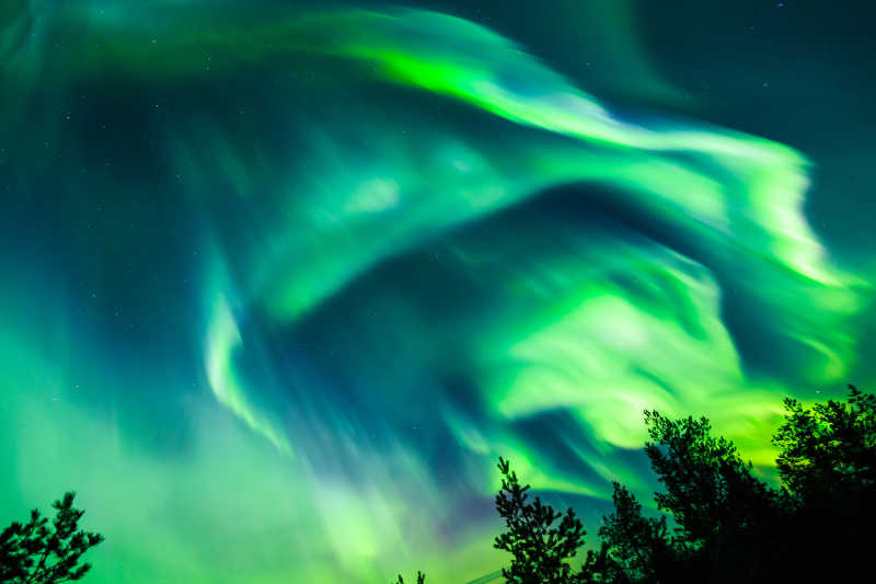 天空中的绿色北极光