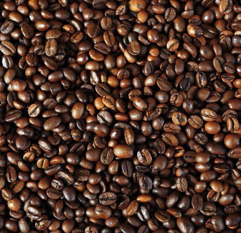 许多褐色的咖啡豆