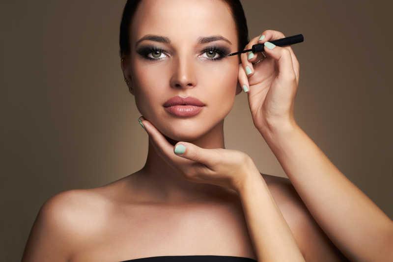 模特化妆眼影