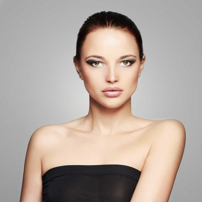 美丽的化妆模特