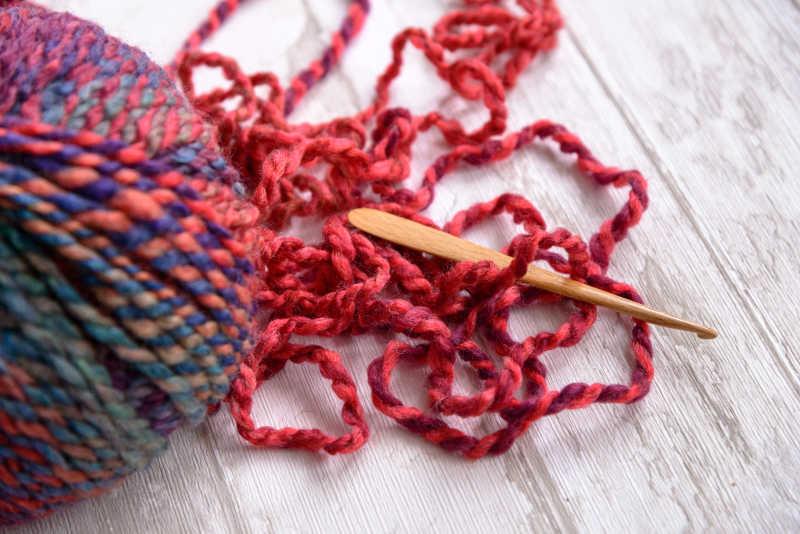 紫色纱钩针球