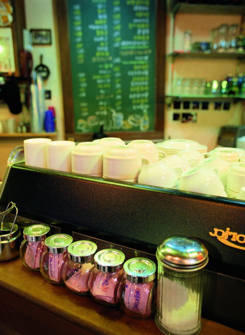 咖啡馆里的杯子