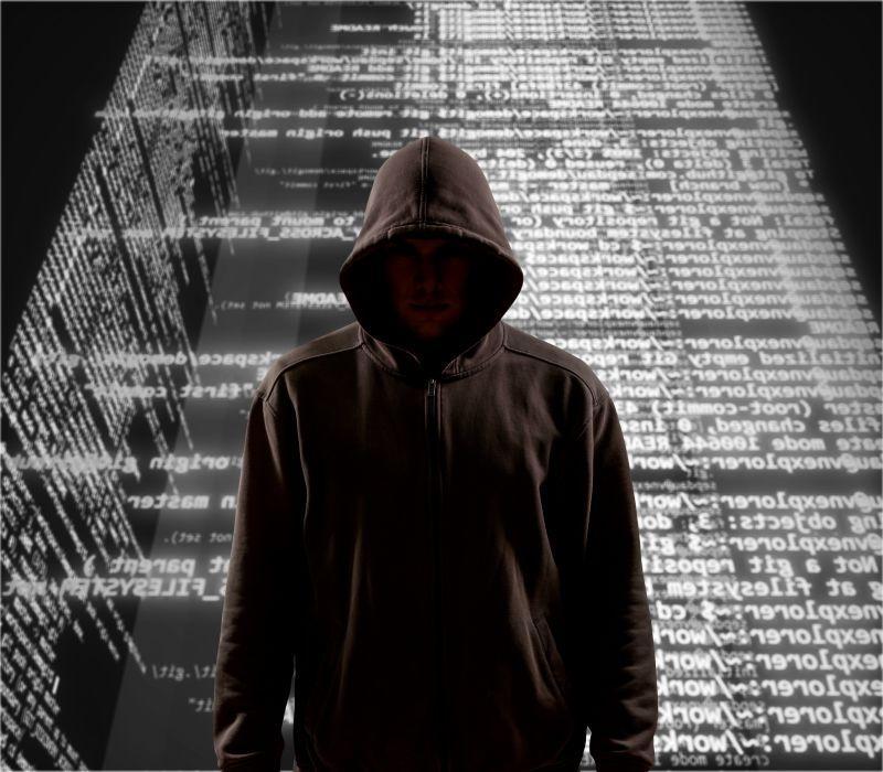 穿着黑色卫衣的互联网黑客