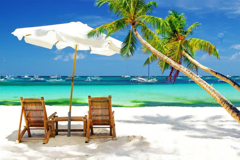 毛里求斯岛海滩上的遮阳伞