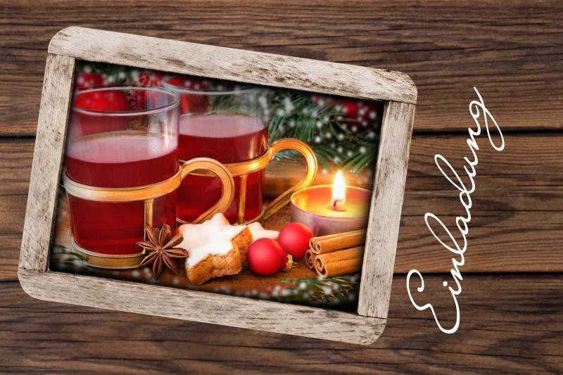 桌上的圣诞节邀请卡
