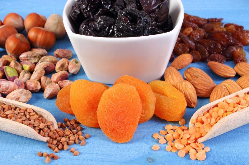 含天然铁和膳食纤维的成分的食材