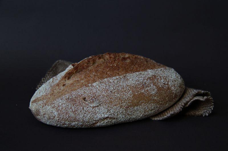 一块新鲜的手工面包