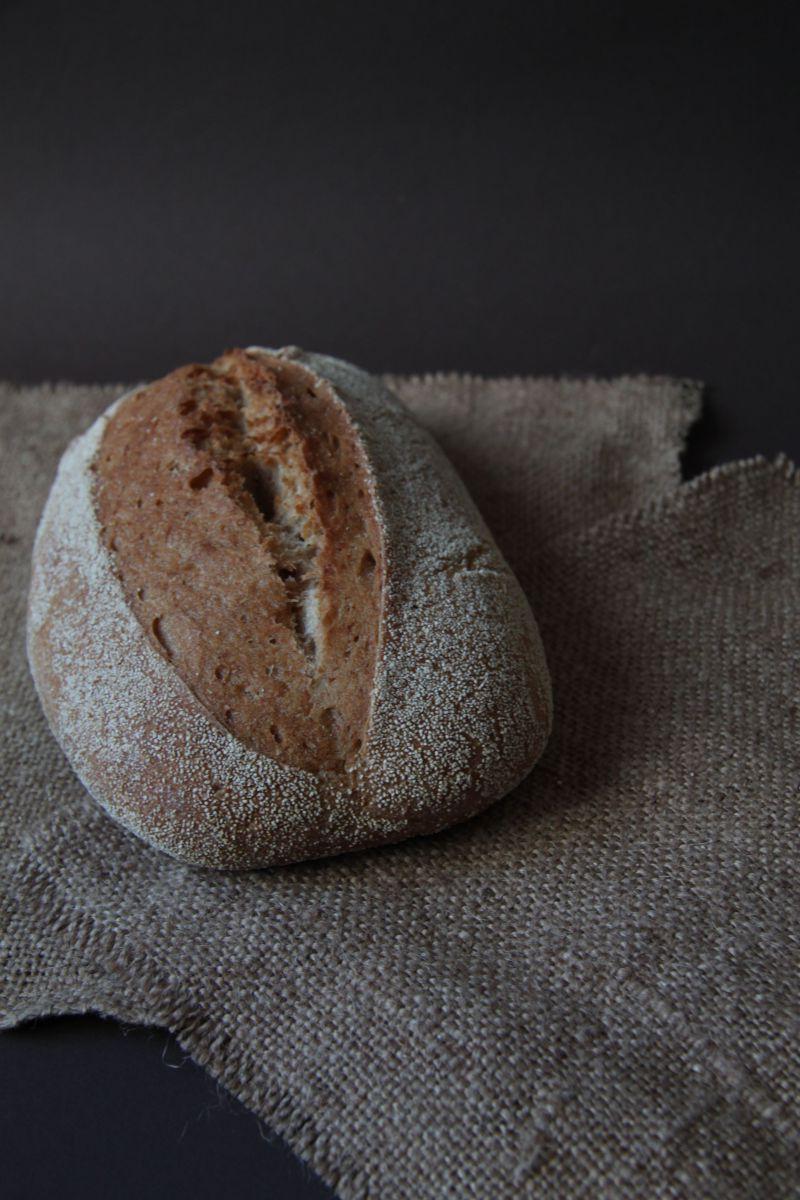 新鲜出炉的手工面包