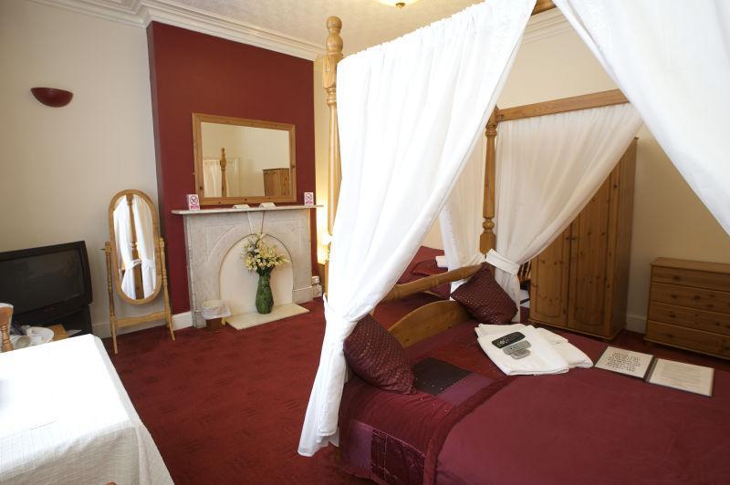 浪漫情怀的红色色调卧房的装修设计