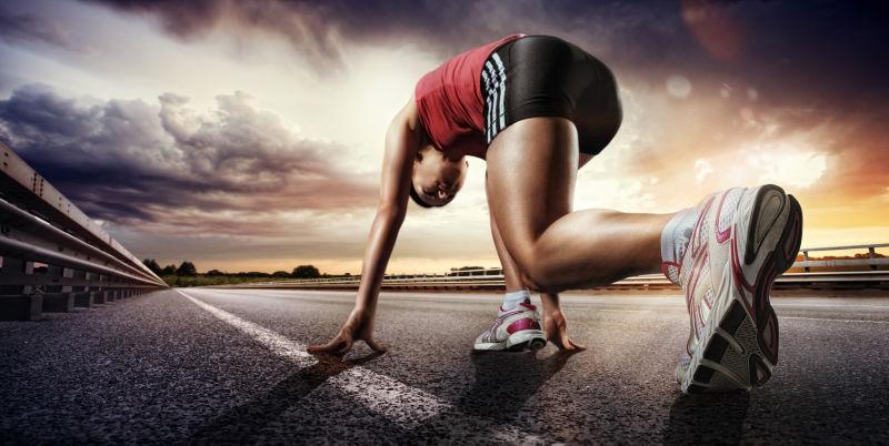 准备起跑的运动员
