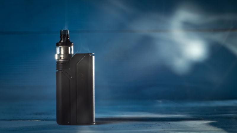 烟雾缠绕的电子烟