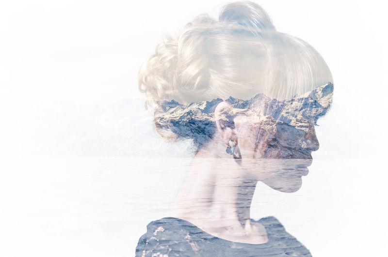 女性肖像与雪山双重曝光