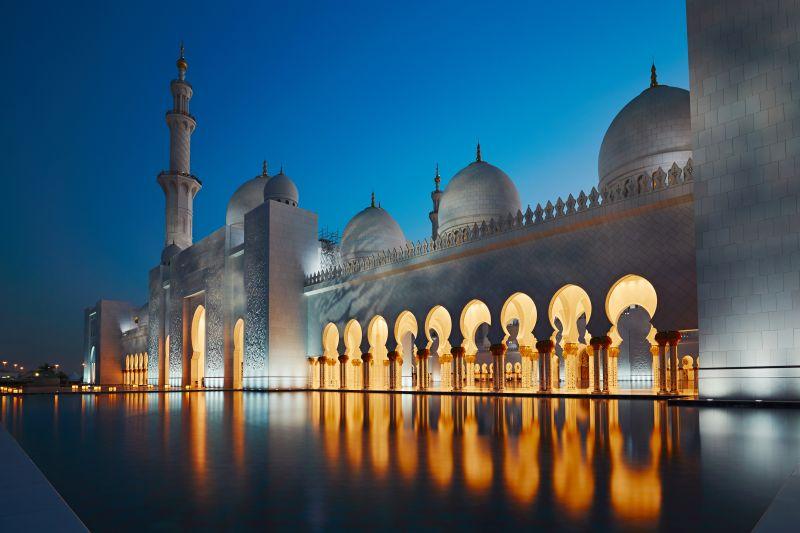 夜晚的阿布扎比清真寺