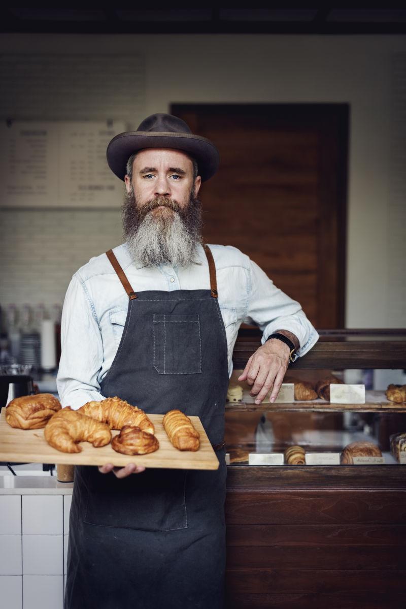 咖啡馆里烘焙的羊角面包