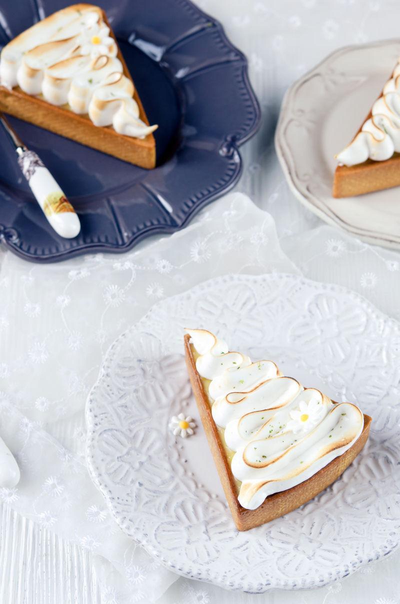 三角形柠檬奶油蛋糕