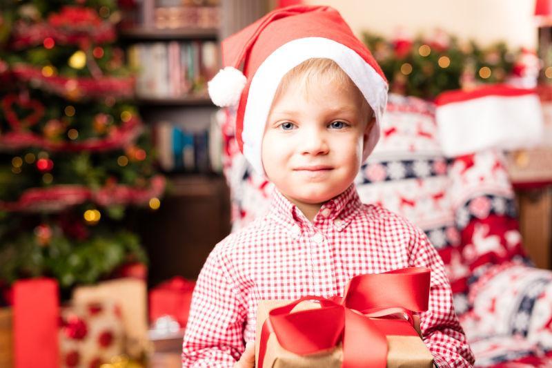 圣诞节圣诞老人装扮的孩子