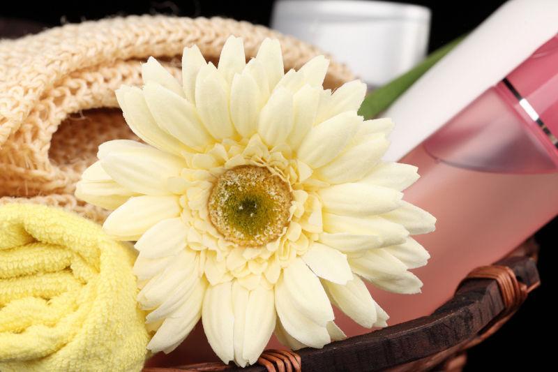 鲜花毛巾和化妆品
