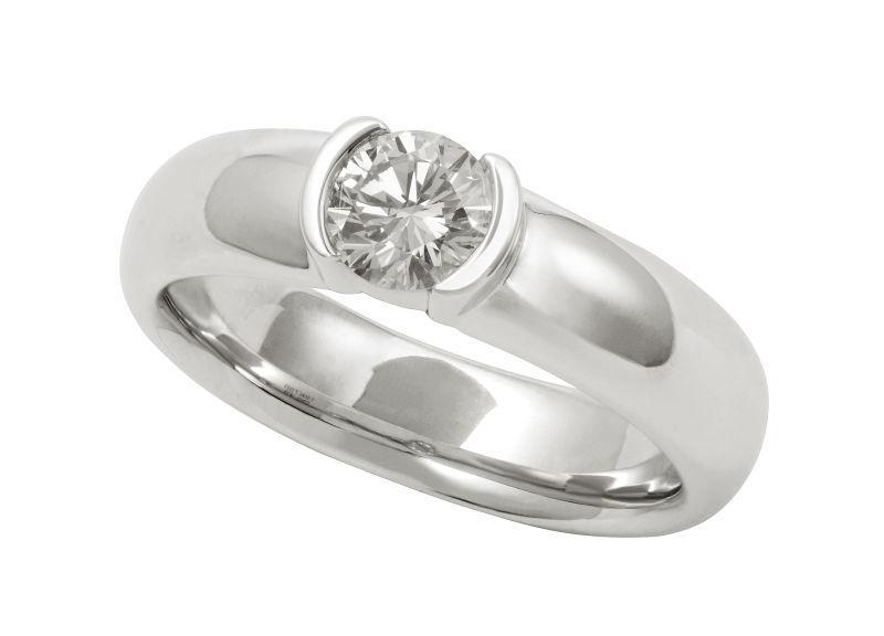 简单款钻石戒指