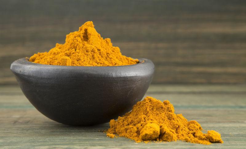 碗里的黄姜粉