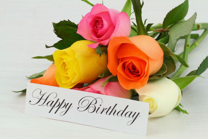 生日贺卡与玫瑰花花束